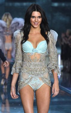 Kendall Jenner, made her debut in the lingerie extravaganza Victoria´s Secret Fashion Show 2015