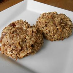 This healthy Gluten-Free Vegan Peanut Butter Chocolate Chip Oatmeal Cookies recipe is vegan, gluten-free, dairy-free, eggless, flourless and no refined sugar Oatmeal Cookie Recipes, Oatmeal Chocolate Chip Cookies, Cookie Desserts, Apple Cookies, Baking Desserts, Chocolate Chips, Healthy Meals For Kids, Kids Meals, Toddler Meals