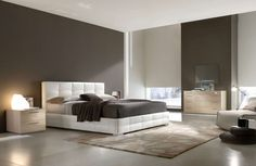 This large #bedroom #design with king size bed sets and modern #furniture with white theme color is segment of most oustanding image of comfortable bedroom Visit http://www.suomenlvis.fi/