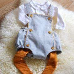 Patron de couture bébé barboteuse Sirli - A&A Patrons - en velours milleraies gris et boutons moutarde #ootdbaby #couture #patron