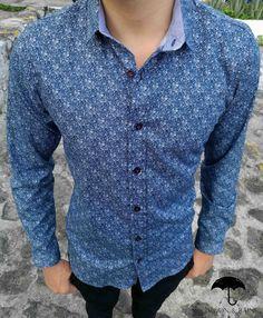 Camisa Slim Fit Azul con flores, diseño exclusivo para Tiendas Platino por Moon & Rain México