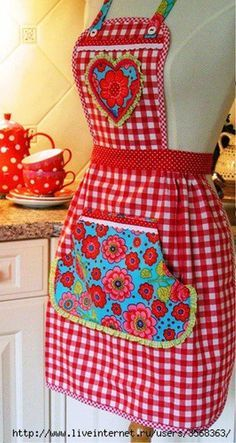 Best Ideas for patchwork cocina patrones Fabric Crafts, Sewing Crafts, Sewing Projects, Diy Crafts, Aprons Vintage, Retro Vintage, Apron Designs, Cute Aprons, Sewing Aprons