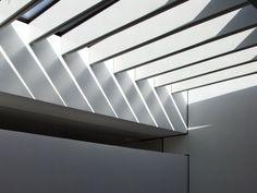 House B-Wald by Alexander Brenner Architekten Residential Architecture, Architecture Design, Roof Design, House Design, Office Ceiling Design, Minimalist Home Interior, International Style, Creative Home, White Walls