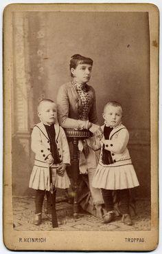 vintage everyday: Vintage Photos of Children with Guns
