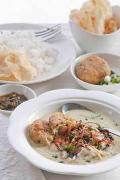 Little boy with big guy taste: soto medan! Indian Food Recipes, Asian Recipes, Ethnic Recipes, Lombok, Indonesian Cuisine, Indonesian Recipes, Hot Soup, Indochine, Foods To Eat