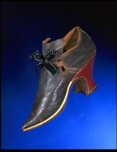 Pair of women's leather shoes with pointed toe and latchet and ribbon fastening, England, ca. modern ribbon added for the latchet fastening. Fashion In, Fashion History, Fashion Shoes, Rococo Fashion, Vintage Fashion, 18th Century Clothing, 18th Century Fashion, 17th Century, Antique Clothing