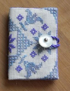 How to make a needle book. Tutos de la Brodeuse Bressane: Range-aiguille / Needlebook / Naaldenmapje
