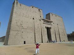 ofertas de Viajes clásicos a Egipto, El templo de Edfu http://www.espanol.maydoumtravel.com/Paquetes-de-Viajes-Cl%C3%A1sicos-en-Egipto/4/1/29