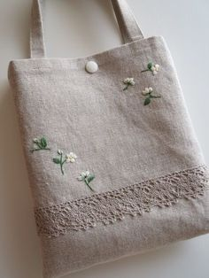 Embroidery Bags, Hand Embroidery Patterns, Vintage Embroidery, Machine Embroidery, Embroidery Sampler, Sacs Design, Jute Bags, Linen Bag, Patchwork Bags