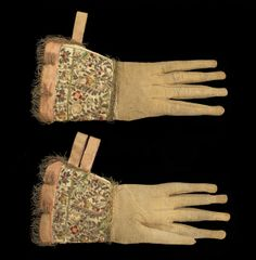 Leather and silk gloves with embroidered gauntlets, English, 1600–30  © CSG CIC Material(s): leather, silk, silver-gilt, hand-stitched  Size/ Weight:  Accession No: E.1977.111 Glasgow Museums
