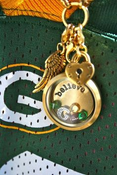 Origami Owl Locket Green Bay Packers make this for me Packers Baby, Packers Football, Greenbay Packers, Packers Gear, Packers Memes, Football Gear, Football Stuff, Football Food, Football Season