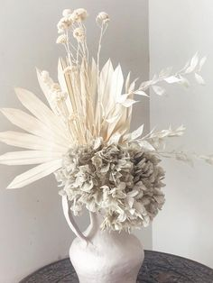 Great Screen Whitewash Floral - Die Gasse Style Among the most lovely and sophisticated varieties of flowers, we carefully selected the correspondin Dried Flower Arrangements, Dried Flowers, Different Flowers, How To Preserve Flowers, Flower Pots, Decoration, Beautiful Flowers, Wedding Flowers, Floral Design