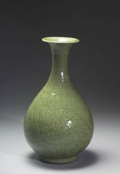 明前期 龍泉窯青瓷劃花花卉玉壺春瓶 - Early Ming Dynasty, Collection of The National Palace Museum