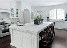 White kitchen space is classic and simple, the calacatta kitchen top and white cabinets are stunning Marble Top Kitchen Island, White Marble Kitchen, Kitchen Island Decor, Kitchen Island With Seating, Kitchen Islands, Island Bench, White Granite, Dark Kitchen Floors, Grey Kitchen Cabinets