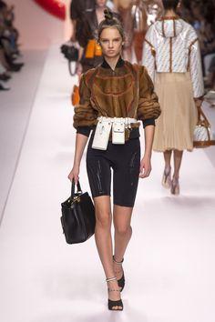 The complete Fendi Spring 2019 Ready-to-Wear fashion show now on Vogue Runway.Fendi Spring 2019 Ready-to-Wear Collection - Vogue Spring Fashion Trends, Women's Summer Fashion, Fashion Week, Paris Fashion, Love Fashion, Runway Fashion, Fashion Outfits, Womens Fashion, Fashion Design