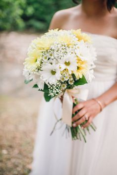 Wildflower-Inspired Daisy and Baby's Breath Bouquet | Hibben Photography https://www.theknot.com/marketplace/hibben-photography-oklahoma-city-ok-627855 | Hidden Hills Cabins