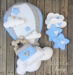 Fiocchi nascita Baby Shawer, Felt Baby, Baby Toys, Felt Crafts, Diy And Crafts, Baby Shower Gifts, Baby Gifts, Baby Shower Images, Shower Bebe