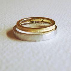 内側には2本のリングを重ねる時にだけ現れるようにイニシャルを。[marriage,wedding,ring,bridal,K18,Pt900,マリッジリング,結婚指輪,オーダーメイド,ウエディング,ith,イズマリッジ]