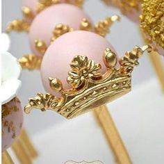 Popcake lindo no palito para o tema princesa by @_bakedwithlove_ ! #loucaporfestas #princesa #popcake #docelpf #doce