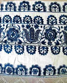 Folk Embroidery Ideas Meyers Holdroyd pinned this wonderful example of Slovak embroidery. Wouldn't this look lovely on a pillow? Hungarian Embroidery, Folk Embroidery, Embroidery Stitches, Embroidery Patterns, Motifs Textiles, Textile Patterns, Folklore, Bordados E Cia, Art Textile