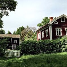 Swedish Cottage, Swedish House, Red Houses, House In Nature, Cottage In The Woods, Scandinavian Home, Classic House, Abandoned Houses, House Painting