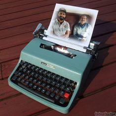 Fotomontaje con una máquina de escribir vintage olivetti de color turquesa con un papel donde poner una fotografía. - fotoefectos.com Happy Diwali Pictures, Color Turquesa, Photomontage, Paper Envelopes, Colors