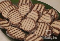 Zebrakeksz szelet Pork, Food And Drink, Cookies, Meat, Kale Stir Fry, Crack Crackers, Biscuits, Cookie Recipes, Pork Chops
