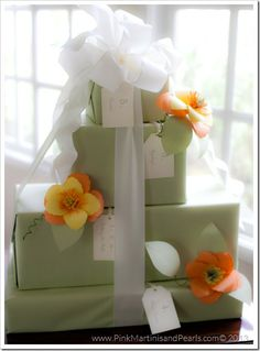 Bridal shower gift and wrapping ideas Bridal Gift Wrapping Ideas, Baby Gift Wrapping, Creative Gift Wrapping, Wrapping Presents, Bridal Shower Gifts, Bridal Gifts, Wedding Gifts, Wedding Cake, Purple Wedding Bouquets