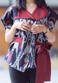 Blouse Trendy Wanita Gaya Tenun Blanket Asli - Istana Tenun Jepara Batik Kebaya, Batik Dress, Blouse Styles, Blouse Designs, Blouse Batik Modern, Batik Fashion, Blouse Models, Dress Sewing Patterns, Blouses For Women