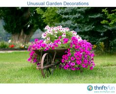 You kind of want to throw an old wheelbarrow away, but then you kind of don't. Thinking about that, we decided to highlight 30 ideas for wheelbarrow garden projects. Backyard Garden Design, Backyard Landscaping, Backyard Pergola, Wheelbarrow Planter, Log Planter, Vertical Planter, Flower Bed Designs, Garden Planters, Balcony Garden