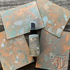 the palette of distress oxide spray continues to grow just in time for your seasonal makes. this assortment of 12 new… Distress Ink Techniques, Embossing Techniques, Origami, Tim Holtz Distress Ink, Mixed Media Techniques, Anna Griffin Cards, Distress Oxide Ink, Scrapbook Embellishments, Paper Cutting