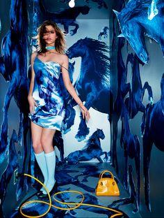 Parceria entre Tods e David Lachapelle mistura feminilidade e surrealismo
