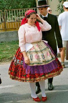 Hungarian folk costume: Sárköz region, Hungary / Sárközi népviselet.