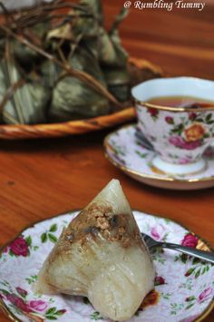 I heart Nyonya dumpling a lot, actually more than the Hokkien or the Cantonese variety. I remembered when young, my granny will organi. Malaysian Dessert, Malaysian Food, Asian Desserts, Asian Recipes, Prawn Recipes, Savoury Recipes, Nyonya Food, Malay Food, Singapore Food