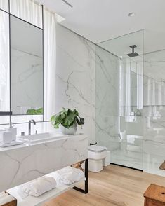 A luxury of all white bathroom ! What did you guys think? Tell in the comments Loved it . Modern Luxury Bathroom, Bathroom Design Luxury, Modern Bathroom Design, Home Room Design, Home Design Decor, Home Interior Design, Interior Office, Best Bathroom Designs, Bathroom Design Inspiration