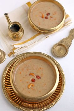 Payasam is a traditional dessert usually serving in special occasions like Onam Vishu or wedding.This is A delicious and healthy  Kerala style payasam,Made with oats, carrot and unrefined cane sugar.This is a quick and delicious payasam with rich coconut milk and oats flavor.