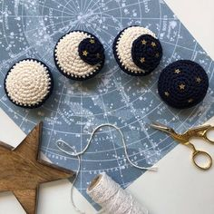 Crochet Home, Cute Crochet, Crochet Crafts, Yarn Crafts, Knit Crochet, Diy Crafts, Chrochet, Crochet Garland, Crochet Decoration