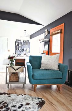 love the chair and its color. And of course, the black wall accentuates the style of this living room.