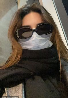 Precautions: Her appearance comes after she flew in to the city on a flight early Saturday morning. She took some selfies on the plane and used a mask to protect herself from any diseases such as the Corona Virus Creative Instagram Stories, Instagram Story Ideas, New York Fashion, Estilo Jenner, Kendall Jenner Style, Kendall Jenner Snapchat, Bad Girl Aesthetic, Insta Photo Ideas, Photography Poses