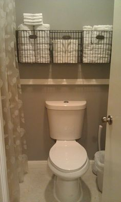 Easy DIY bathroom storage ideas for small spaces and bathroom organization hacks for organizing your bathroom on a budget. Very small bathroom storage idea - get more space in a tiny bathroom - baskets over toilet in small bathroom Camper Storage, Diy Camper, Rv Campers, Camper Ideas, Camper Van, Camper Trailers, Camper Interior, Camper Life, Truck Camper