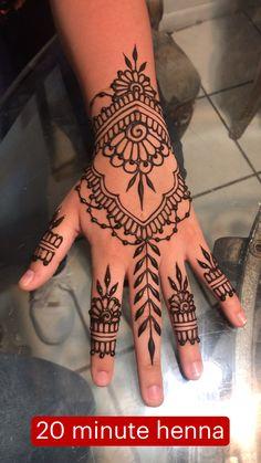 Pretty Henna Designs, Modern Henna Designs, Henna Designs Feet, Latest Henna Designs, Finger Henna Designs, Back Hand Mehndi Designs, Full Hand Mehndi Designs, Mehndi Designs For Beginners, Arte Mehndi