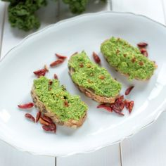This green pea and kale spread is the perfect 5-minutes savory breakfast option.