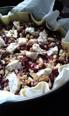 Savory pie with gorgonzola radicchio and walnuts - Salat Ideen No Salt Recipes, Veggie Recipes, Fall Recipes, Cooking Recipes, Healthy Recipes, Antipasto, Tortillas Veganas, Fast Food, Happy Foods