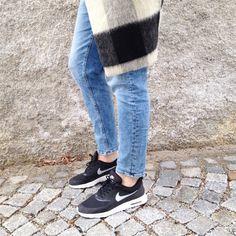 tifmys - Maison Scotch coat, H&M denim & Nike Airmax Thea sneakers.