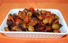 Caponata. Un contorno tipico della cucina siciliana, un piatto a base di melanzane con pomodori,sedano, cipolla, olive, capperi cucinati in salsa agrodolce. Scopri la ricetta: http://www.misya.info/2012/08/09/caponata.htm
