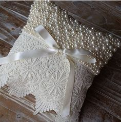 1 million+ Stunning Free Images to Use Anywhere Pillow Crafts, Burlap Crafts, Diy And Crafts, Ring Bearer Pillows, Ring Pillows, Throw Pillows, Wedding Pillows, Ring Pillow Wedding, Wedding Champagne Flutes