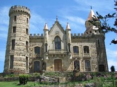 Mansions and Estates Wonderful Places, Beautiful Places, Great Works Of Art, Colombia Travel, Castle House, Facade House, House Facades, Abandoned Places, South America