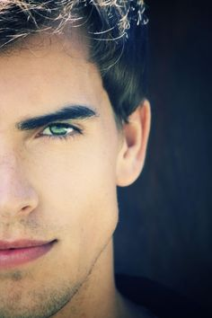 I loveeeeeee the combonation of green eyes and dark hair! Strong jawline is an added bonus:) Rich Manley Guys With Green Eyes, Black Hair Green Eyes, Green Hair, Male Eyes, Male Face, Gorgeous Eyes, Pretty Eyes, Photo Oeil, Strong Jawline