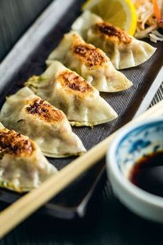 Discover recipes, home ideas, style inspiration and other ideas to try. Food C, Love Food, Tasty Japan, Indian Food Recipes, Asian Recipes, Healthy Cooking, Cooking Recipes, Steam Recipes, Ravioli Recipe