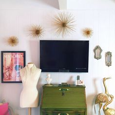 DIY Tutorial:   Metallic (or any color you'd like) Sea Urchins ~ Mount on the wall or simply set on a shelf or table. {You can also leave the styrofoam ball whole and either hang from the ceiling or set on a table.}   |   ...love Maegan